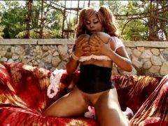 Exotická čierna kráska (HD) porno video
