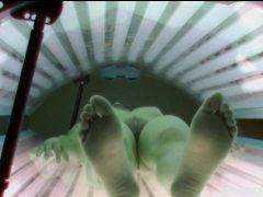 Obrázok Čerstvo vyholená češka špehovaná skrytou kamerou v soláriu