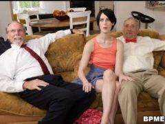 Dvaja gentlemani naložia študentku porno video