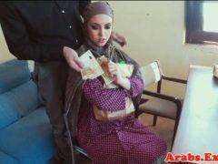 Obrázok Moslimská žena súloží za peniaze