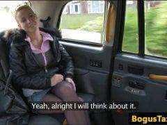 Češka v londýnskom taxíku porno video