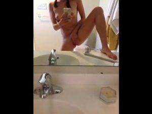 Masturbácia pred zrkadlom porno video