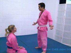 Obrázok MILFka si po tréningu zatrtká so synom