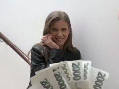 Česká študentka pôjde do trojky za peniaze porno video