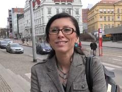 Obrázok Rychlý prachy v českých uliciach – MILFka v okuliaroch