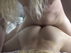 Obrázok Blondýna bola vytrtkaná ježišom v posteli