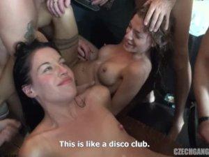 Český gangbang – dve češky v krčme (časť 19) porno video