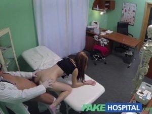 Fake hospital – po vyšetrení análu dostala penis porno video