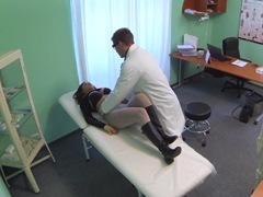 Fake hospital – tento zápal sa lieči sexom! porno video
