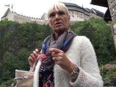 Obrázok Rychlý prachy – agent vyšuká spievodkyňu na Karlštejne