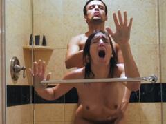 Obrázok Amatérka kričí v sprche od rozkoše