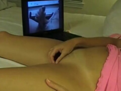 Obrázok Osamelá žena si mastí kundičku pri porne