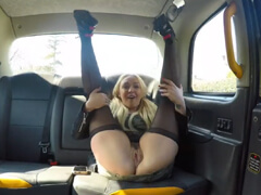 Fake Taxi – neverná nevesta v taxíku porno video