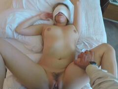 Žena ho privítala na hotely s holou kundičkou porno video
