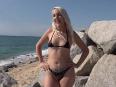 Public agent kúpil drona a obťažuje kurvy na pláži porno video