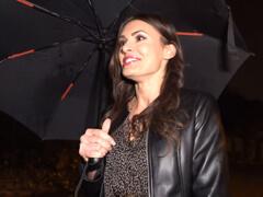 Public agent – natrafil na modelku v daždi porno video