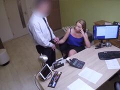 Český advokát pomáha mladým ženám za sex porno video