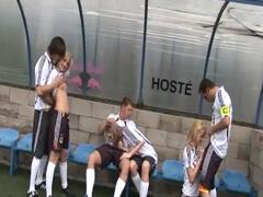 Českí futbalisti si zajebali počas zápasu porno video