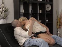 České porno – dedko si vydržiava mladú zlatokopku porno video